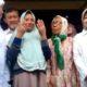 Widji Fitriani menunjukkan jemari kanan dan kirinya pemberian gubernur Jatim