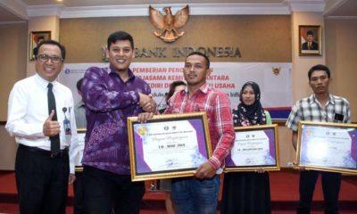 Walikota Kediri Berikan Penghargaan Tim TPID